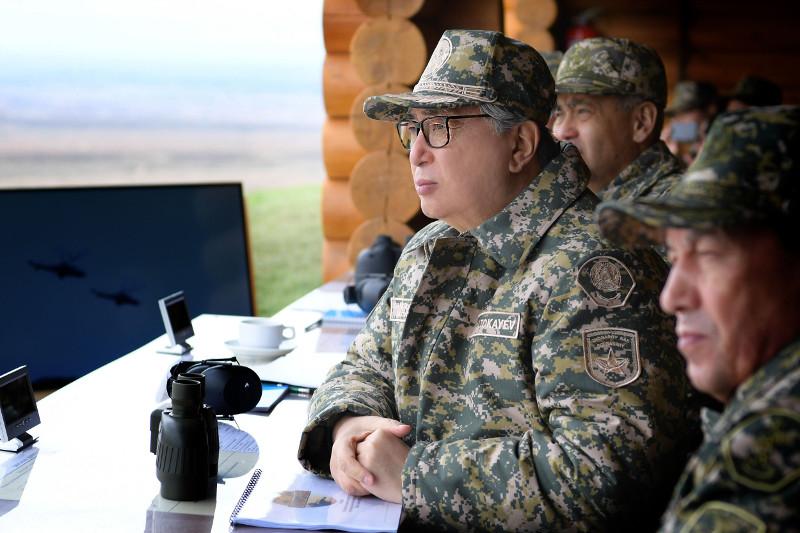 托卡耶夫总统:保卫国家主权和领土是武装力量的首要任务