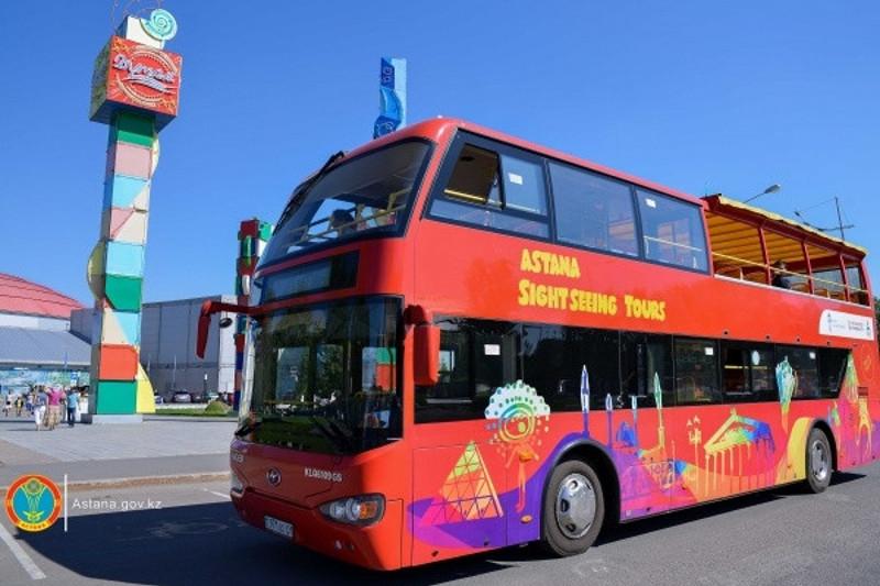 节日期间游客可免费搭乘共色巴士进行观光