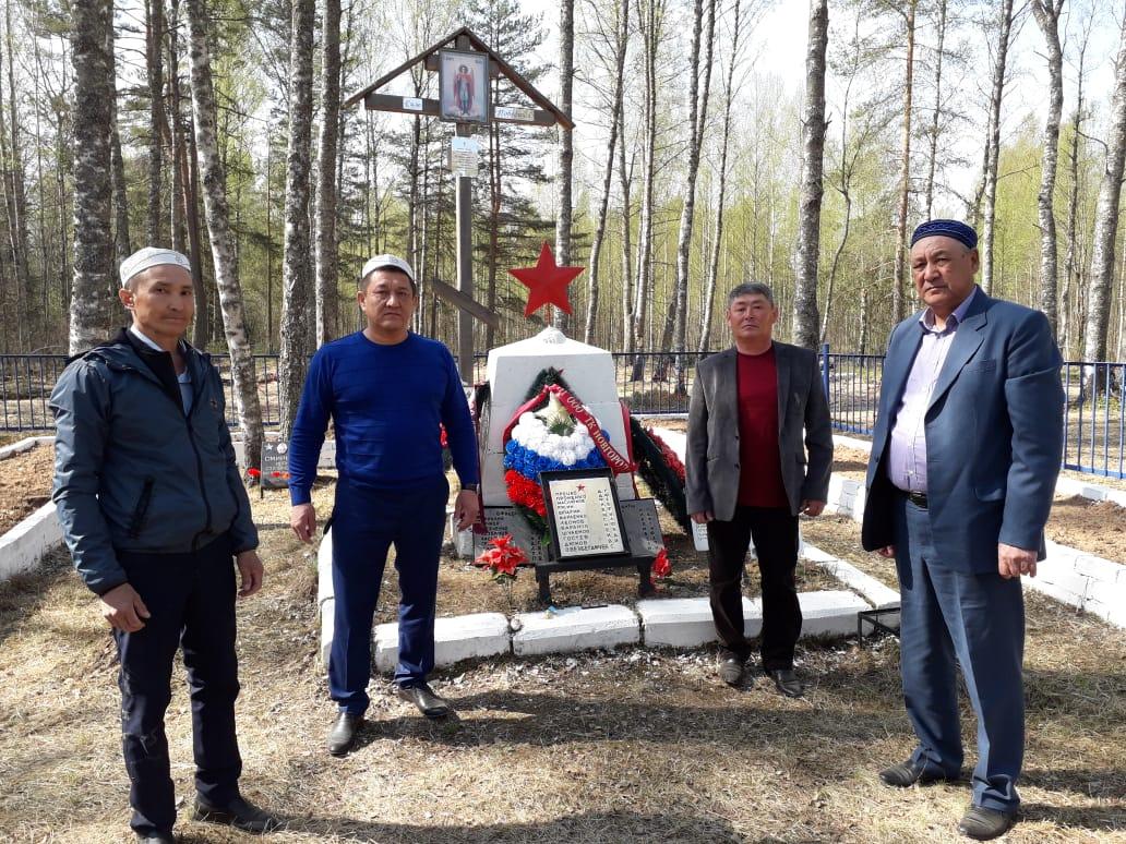 Ресей жерінде қаза тапқан жауынгер ақынның басына ұрпақтары барып қайтты
