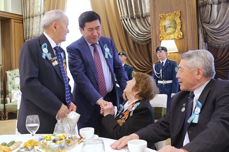 Ерлан Кошанов поздравил ветеранов с наступающим Днём Победы