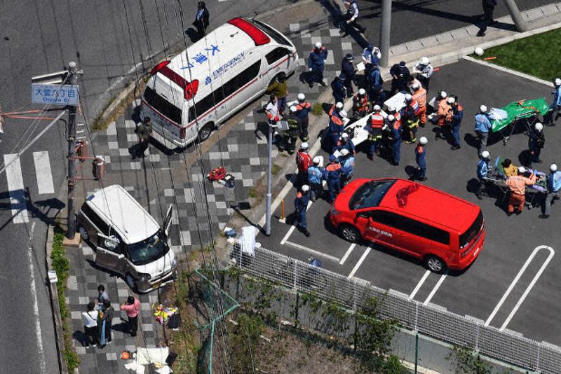 日本大津市一汽车撞向托儿所队伍致2死多伤
