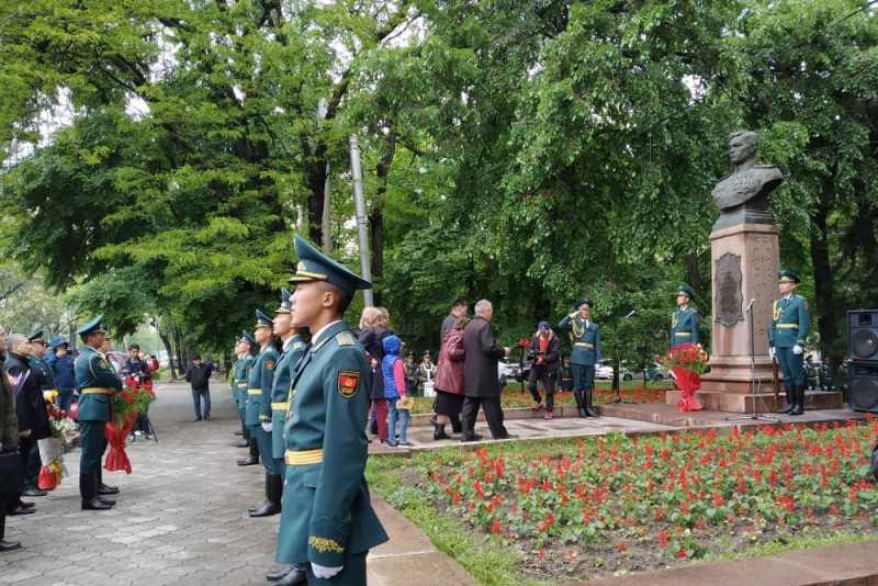 В Бишкеке почтили память Талгата Бегельдинова