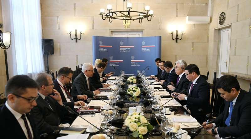 哈萨克斯坦和波兰外长在华沙举行会晤