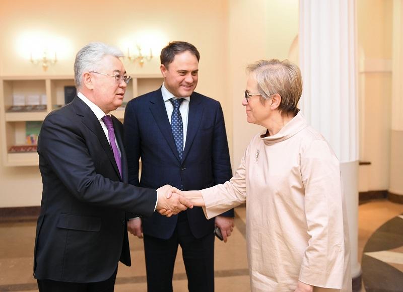 哈萨克斯坦外长会见欧安组织民主人权办主任