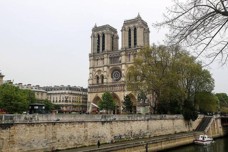 法国国民议会审议巴黎圣母院重建法案