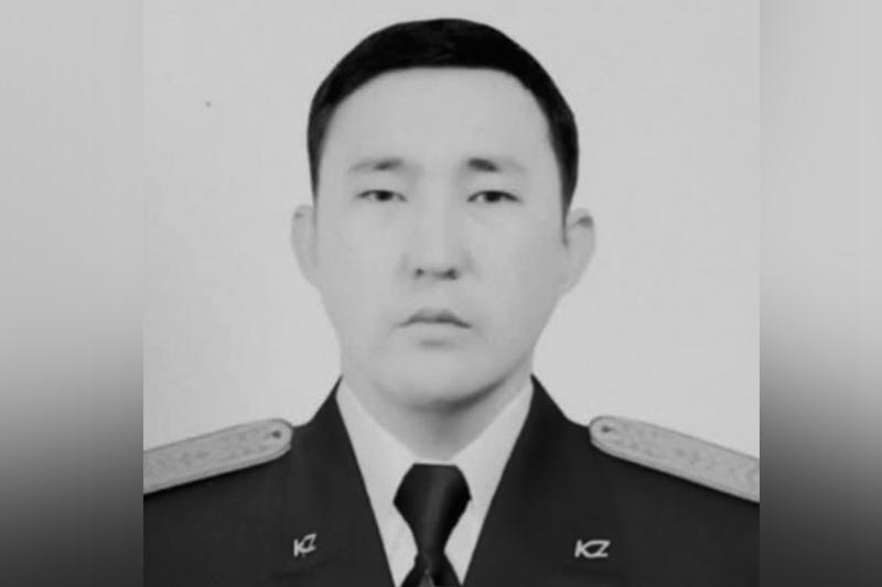 Қорғаныс министрлігі қызды құтқарам деп мерт болған сержанттың отбасына көңіл айтты