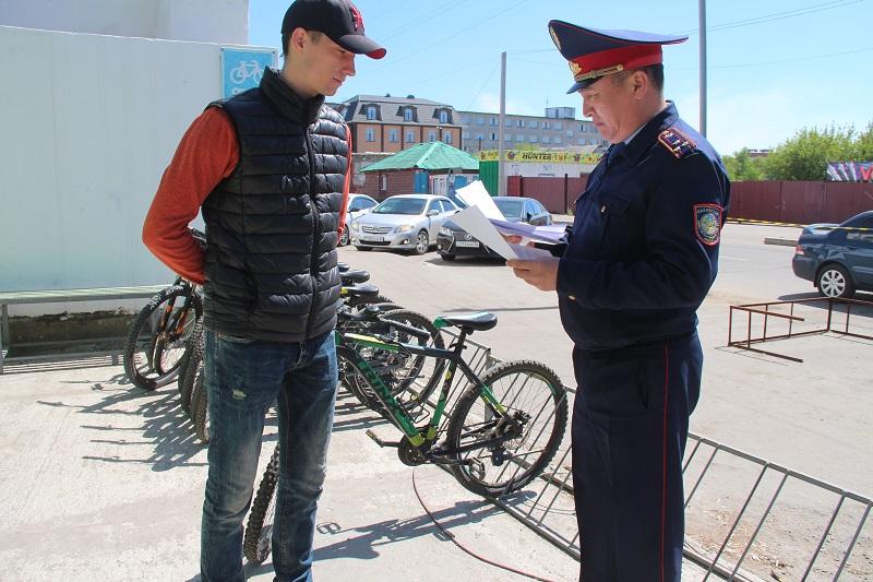 Полиция в Павлодаре оштрафовала 60 велосипедистов