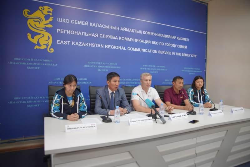 Семейлік қыздар аралас жекпе-жектен Азия чемпионатынан жеңіспен оралды