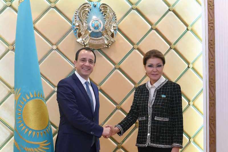 纳扎尔巴耶娃会见塞浦路斯外长克里斯多德里德斯