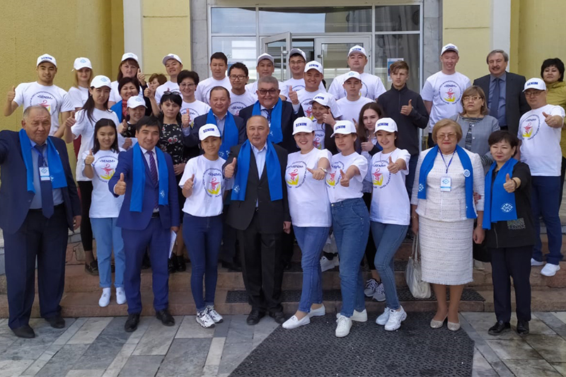 Presidential candidate Taspikhov meets with Working Youth Forum participants