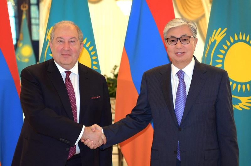 托卡耶夫会见亚美尼亚总统萨尔基相