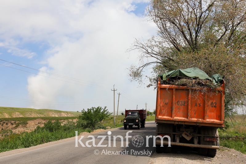 Алматы маңында жанып жатқан қоқыс полигонына тілшілерді кіргізбеуде