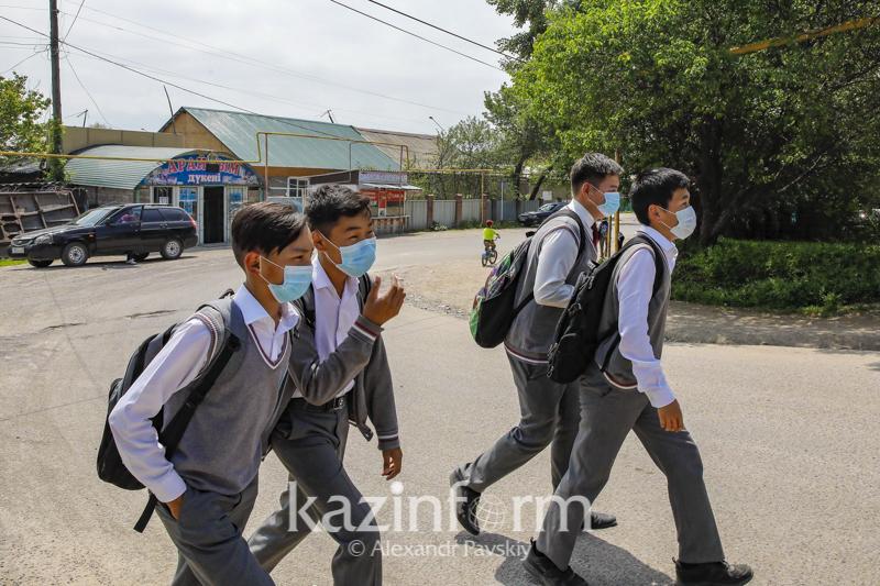 Занятия не отменяли - директор школы близ мусорного полигона в Алматинской области
