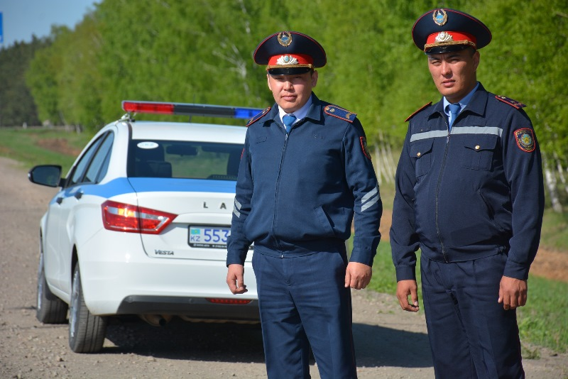 Спасших детей полицейских наградили в Северном Казахстане