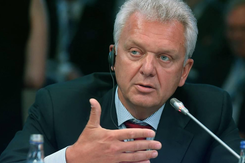 Мир в своем развитии зашел в достаточно жесткий тупик  - Виктор Христенко