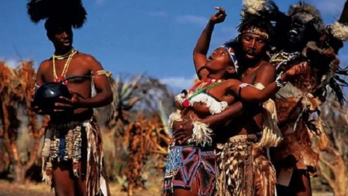 افريكا ەلىندە العاشقى نەكە ءتۇنى قانداي جابايى داستۇرلەر جاسالادى؟