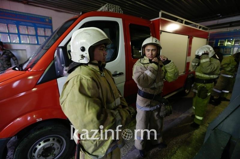 20 человек эвакуировали, 4 спасли при пожаре в Аркалыке