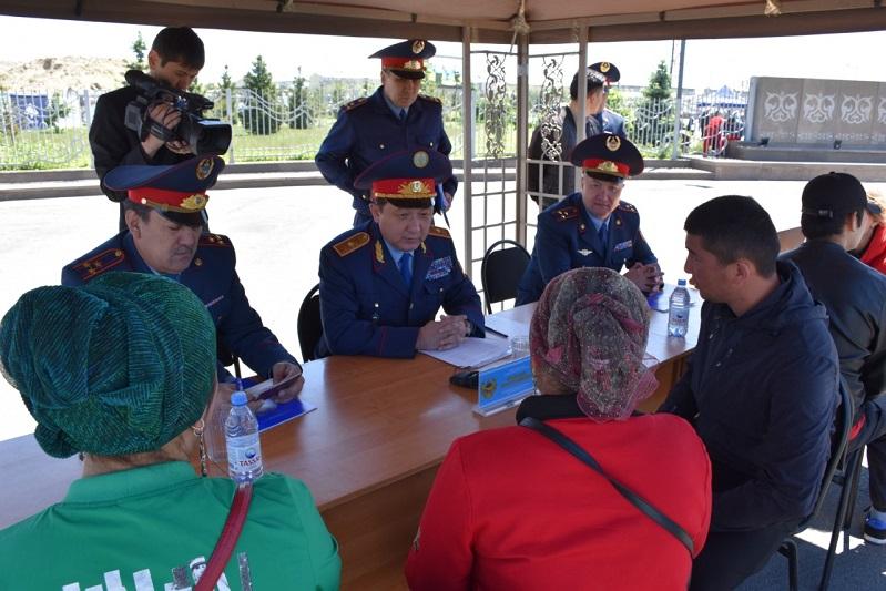 Полицейские Алматинской области провели акцию «Приемная на дороге»