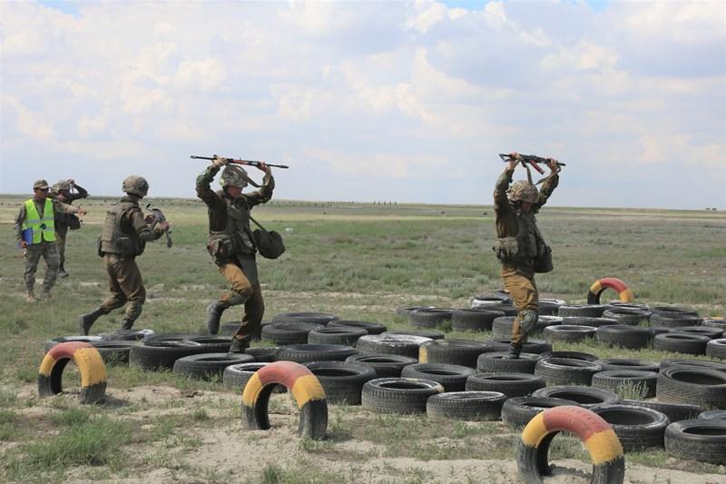 Курс молодого бойца проходят новобранцы  Вооруженных сил РК
