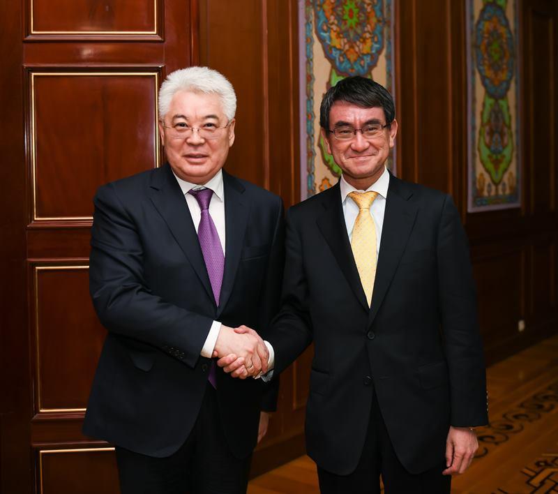 阿塔穆库洛会见日本和阿富汗外长