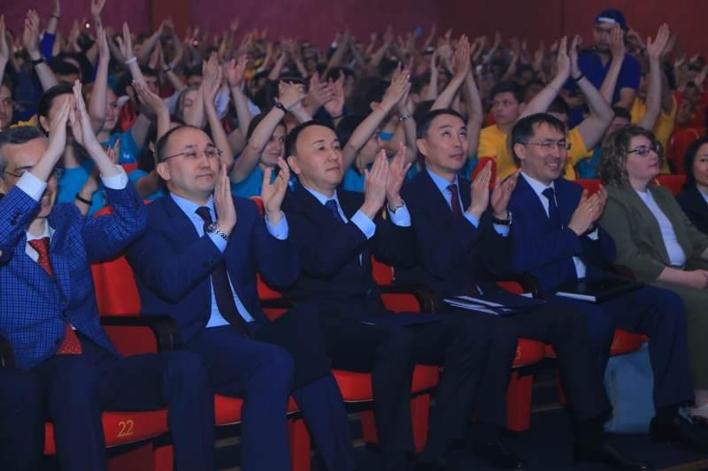 哈俄青年合作论坛在库斯塔奈开幕