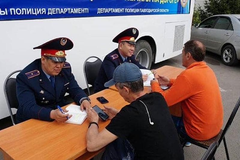 В Павлодарской области полицейские разъясняли права автовладельцев