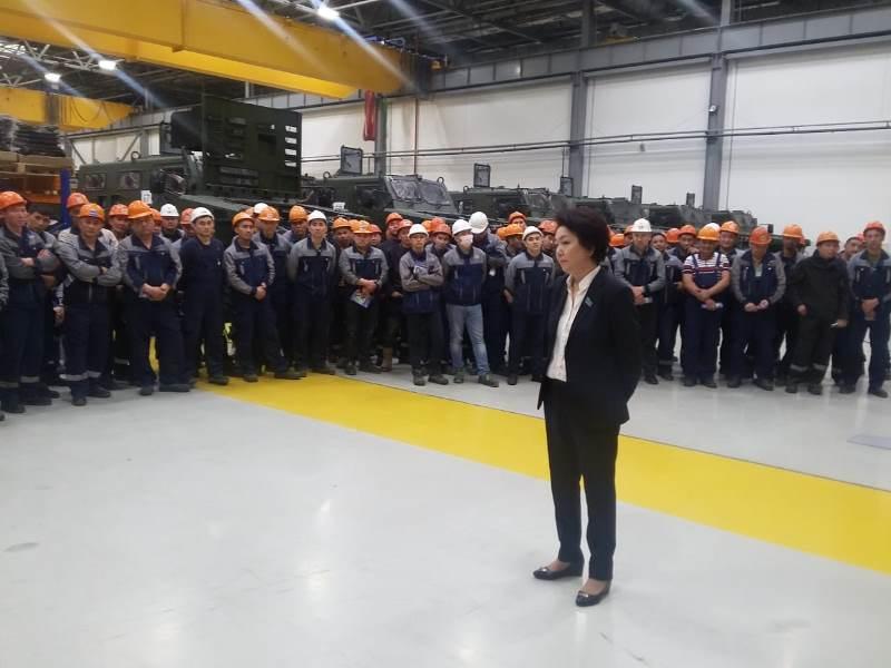 Дания Еспаева встретилась с трудовым коллективом в столице