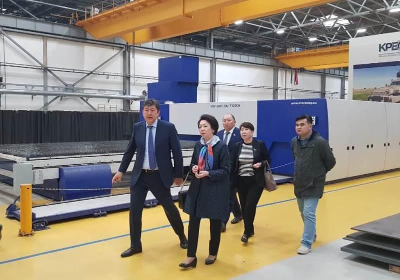 Daniya Yespayeva met with Kazakhstan Paramount Engineering staff