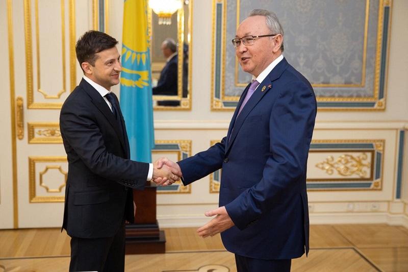 С новым президентом Украины встретился вице-спикер сената РК