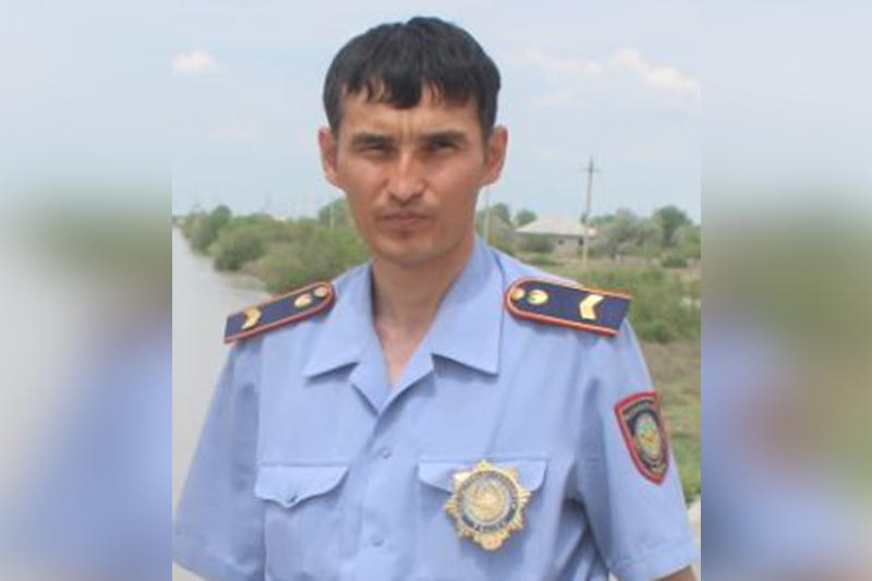 Спрыгнувшую с моста в канал девушку спас туркестанский полицейский