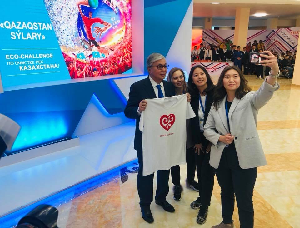 Селфи с Президентом Казахстана сделала костанайская молодежь