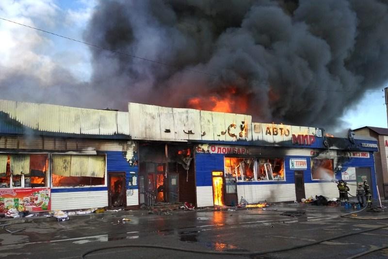 Крупный пожар в СКО: почему сгорел магазин площадью 1000 «квадратов»