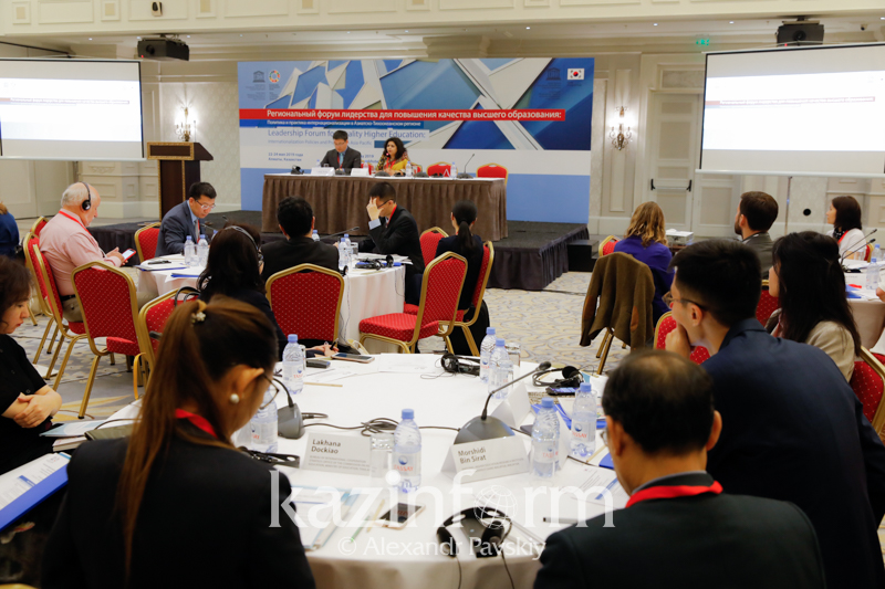 Intl experts discussing education internationalization in Almaty