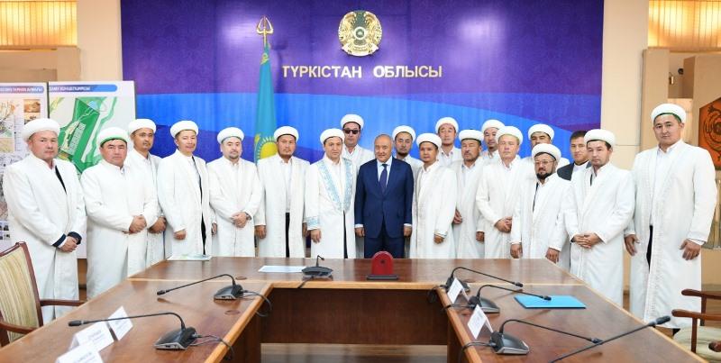 Туркестан должен стать центром религии и образования - Умирзак Шукеев