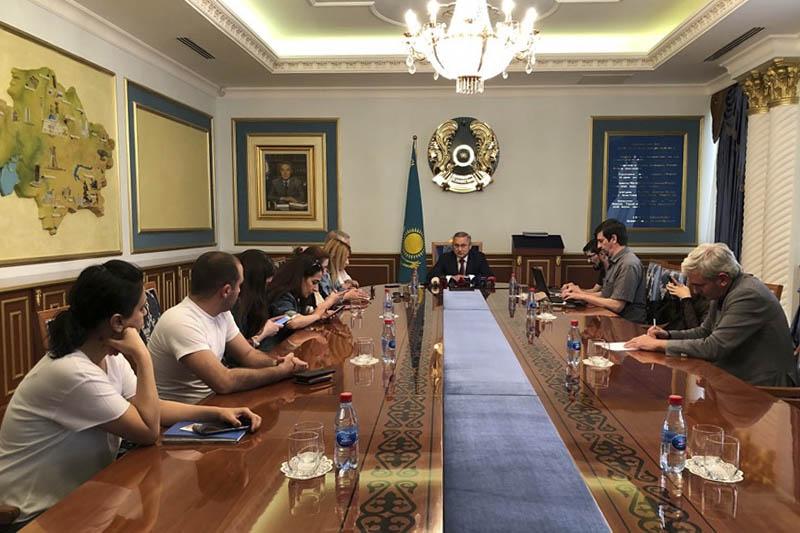 哈驻巴库大使馆举行新闻发布会 介绍总统大选筹备情况