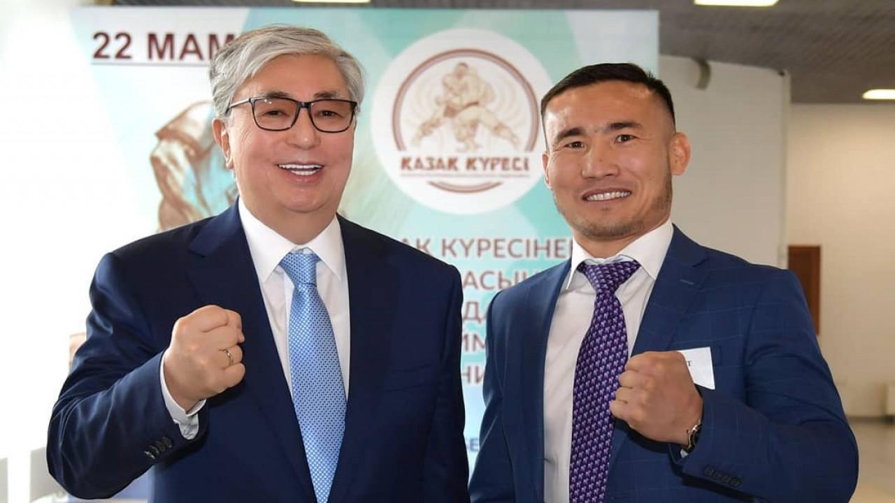 Kassym-Jomart Tokayev wishes good luck to boxer Kanat Islam