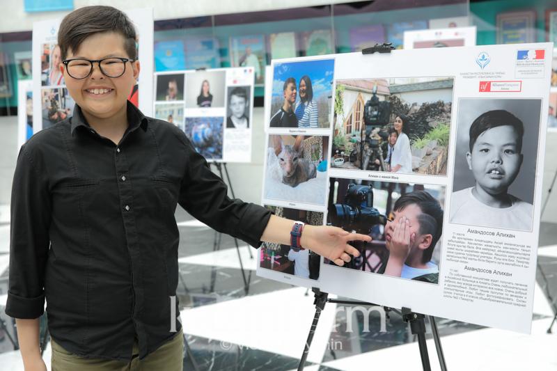 Как французский фотограф учит особых детей в Казахстане искусству фотосъемки