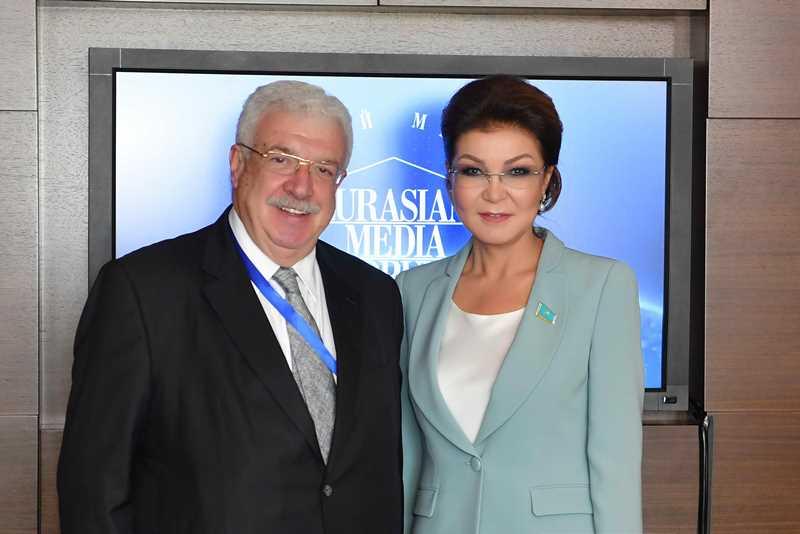 纳扎尔巴耶娃会见俄罗斯塔斯社副社长古斯曼