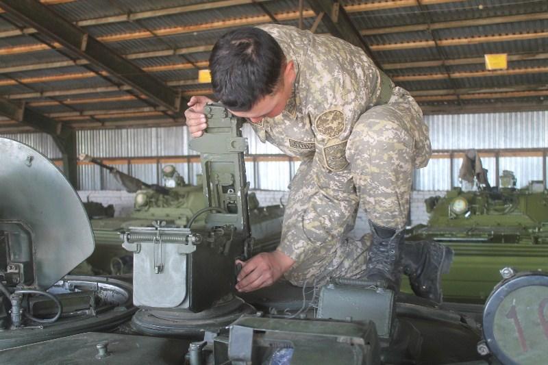 В Вооруженных силах продолжается перевод военной техники на летний режим эксплуатации