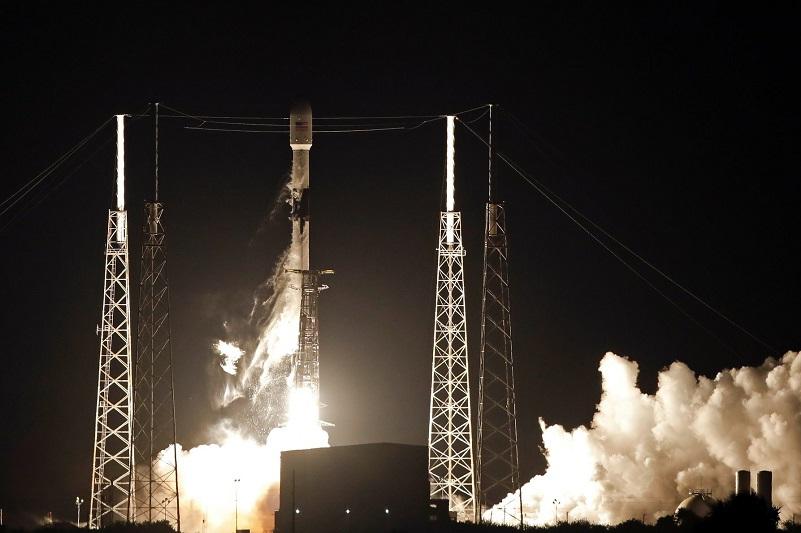 Компания SpaceX запустила 60 спутников интернет-связи