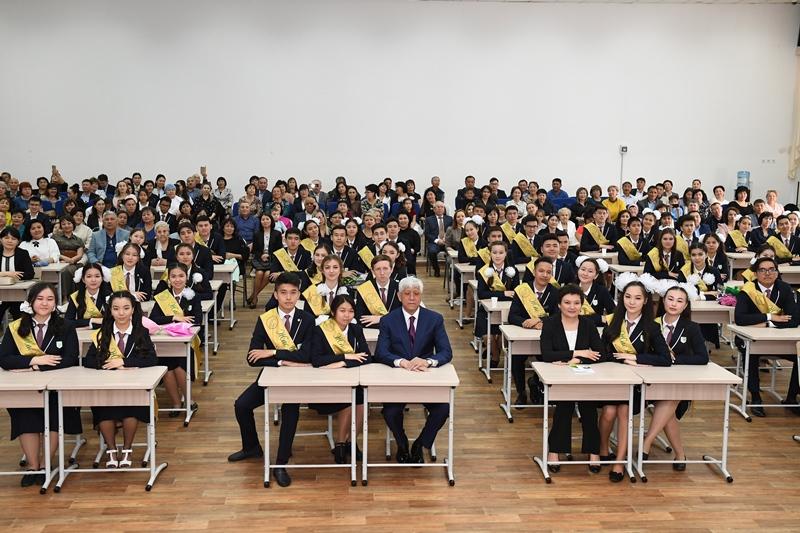 Открытый урок для школьников провел аким Алматинской области