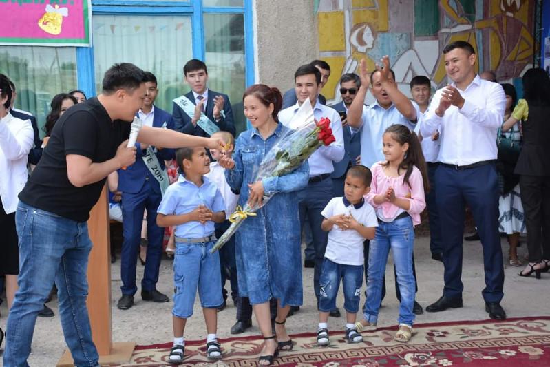 Матери шестерых детей подарили дом в Туркестанской области