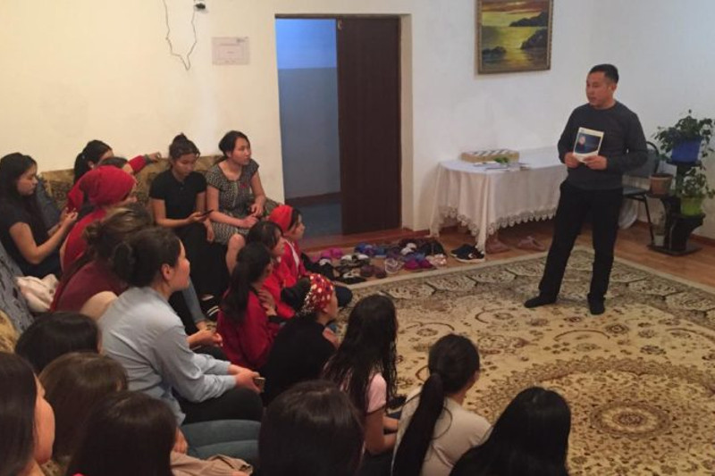 Presidential candidate Taspikhov's reps meet with youth in Almaty