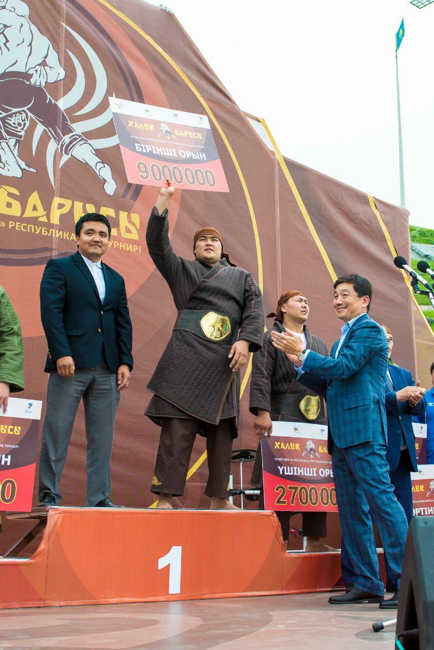 Даурен Нуралинов из Алматы стал «Халық барысы»