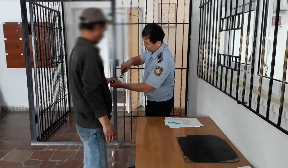 Около 80-ти бродяг выявили в Таразе полицейские