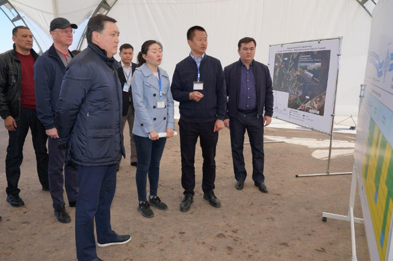 PM Mamin inspects construction of major transport projects in Nur-Sultan