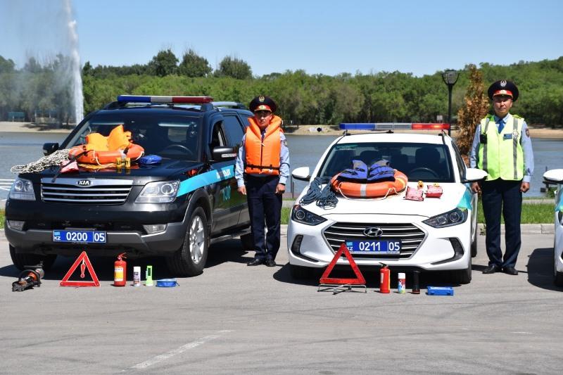 Спасательный жилет и альпинистскую веревку выдали полицейским в Алматинской области