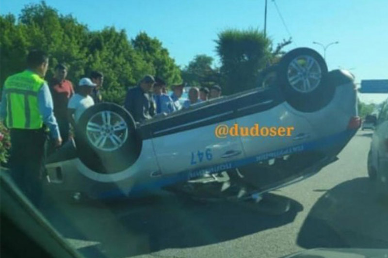 Полицейское авто перевернулось в Шымкенте