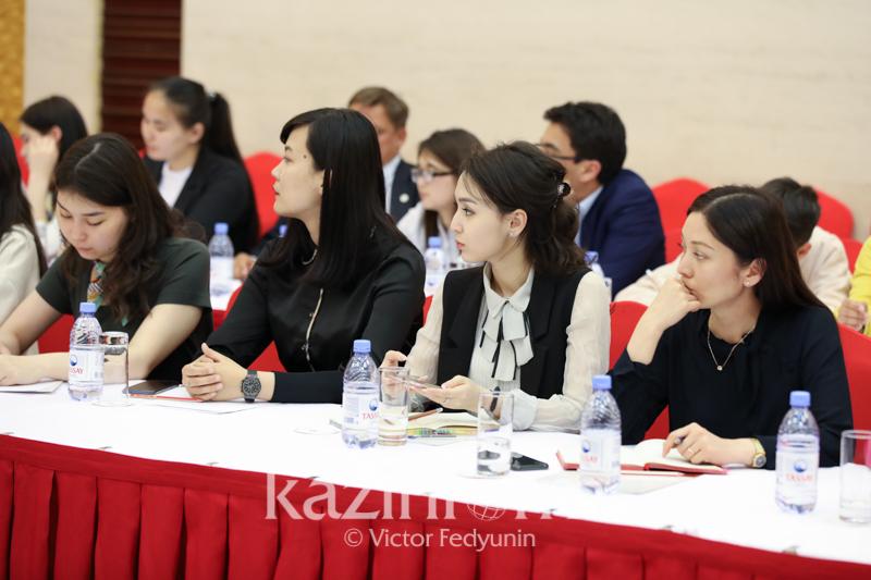 中国驻哈大使就哈中贸易数据统计差异问题回答记者提问