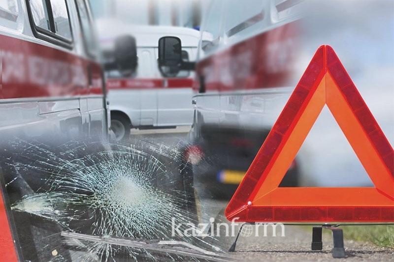 Фура протаранила пассажирский автобус в Алматы